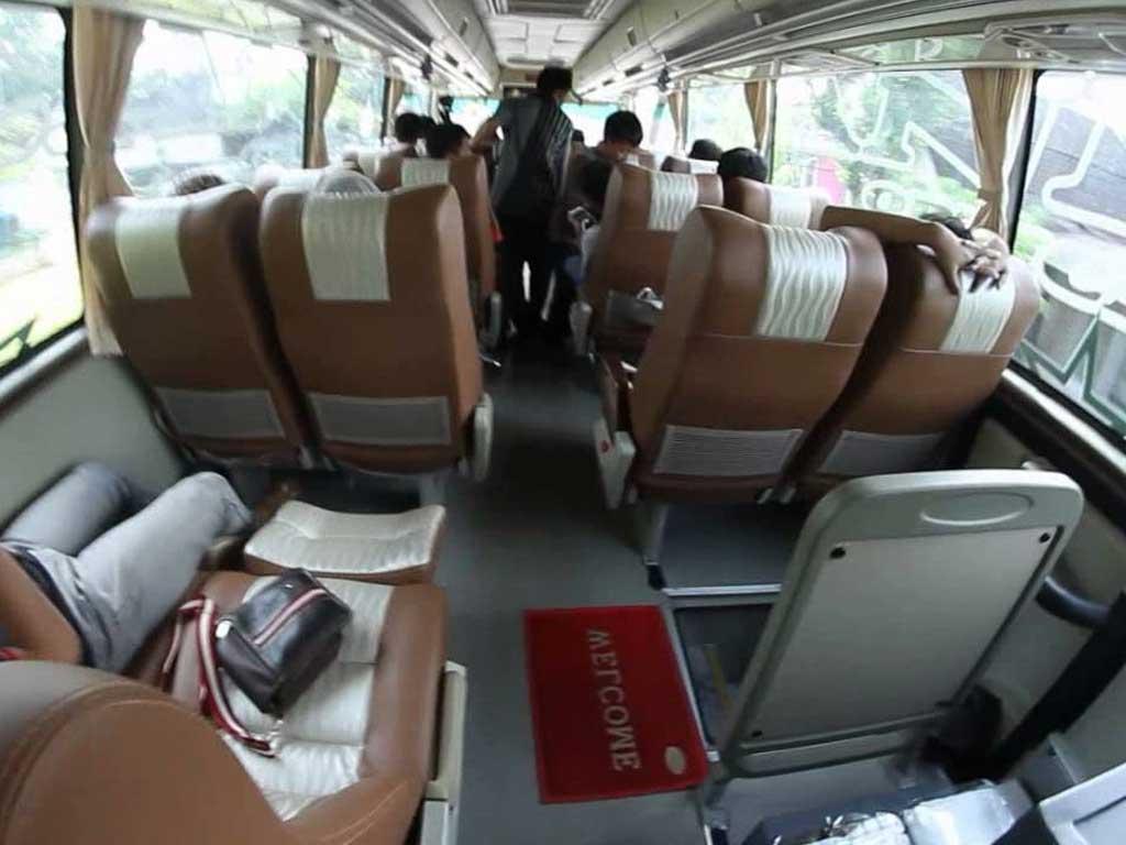 interior dan fasilitas bus pariwisata